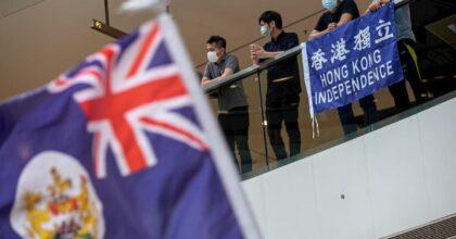 """Hong Kong, Londra offre il passaporto britannico a 300mila cittadini. La Cina minaccia """"contromisure"""""""
