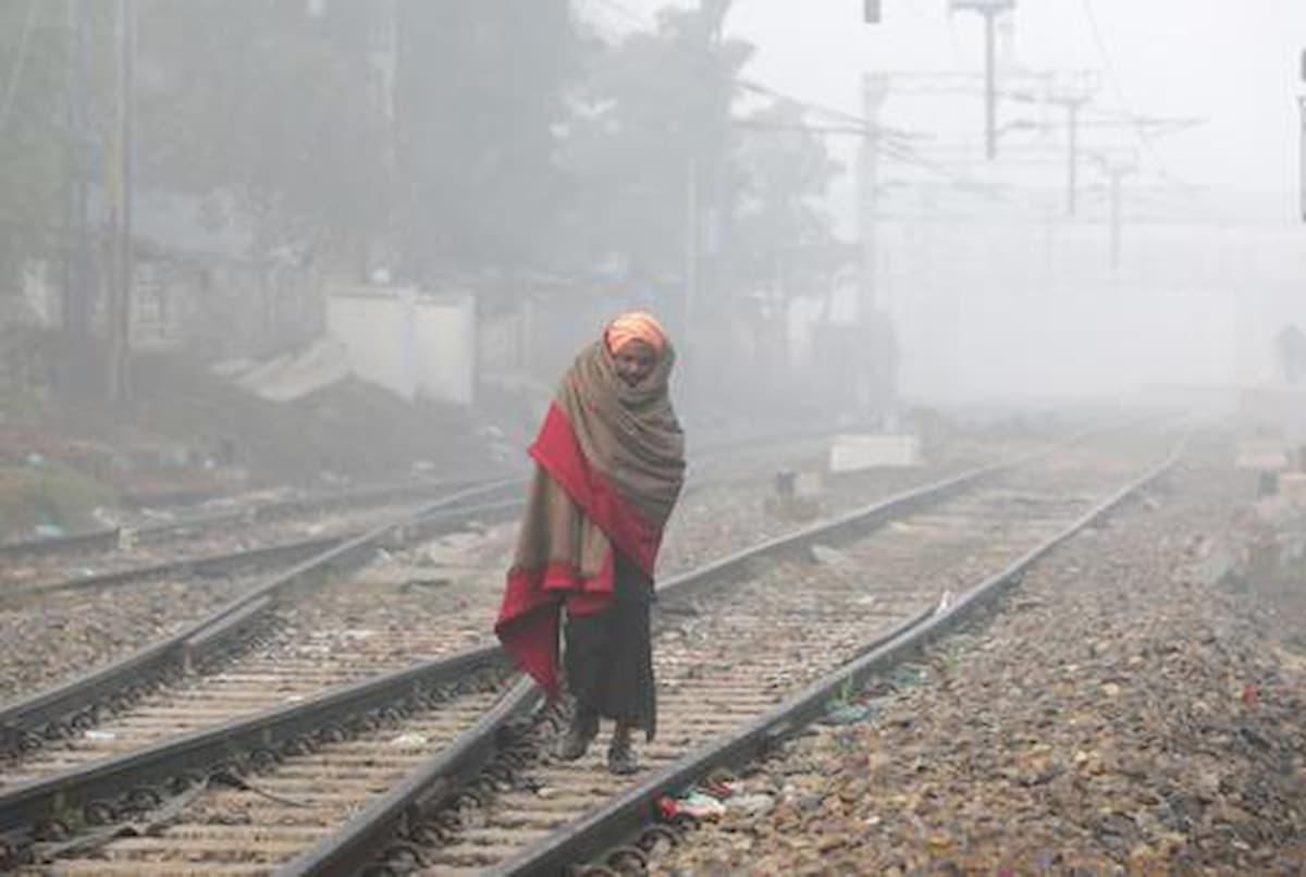 India, rientrano a casa dal lavoro ma si addormentano sui binari: in 16 falciati dal treno