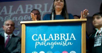 Calabria fa retromarcia: niente ritorno dei vitalizi ai politici. Almeno così dicono...