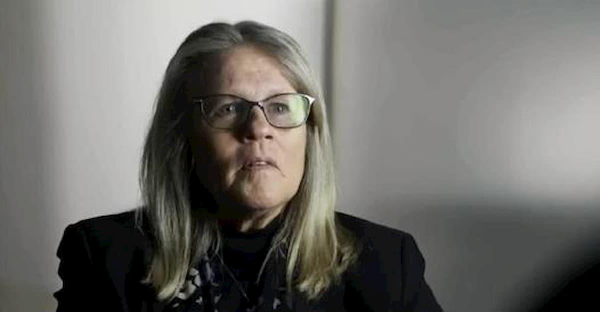 Judy Mikovits antenne 5G e vaccini portano virus, perfino Facebook e Youtube la cancellano