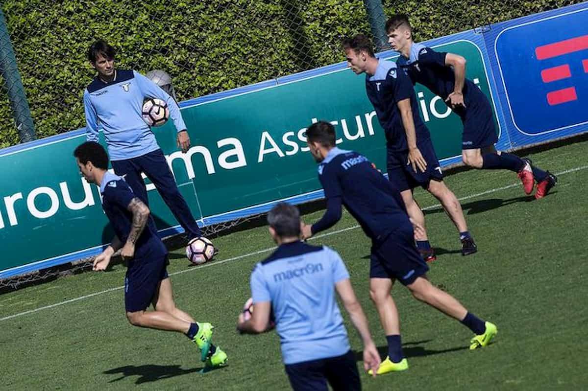 La Lazio se ne frega delle regole e gioca la partitella proibita