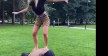 Diletta Leotta, allenamento acrobatico al parco con Daniele Scardina