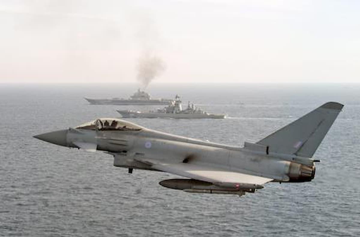 """Libia, il ministro di al-Sarraj: """"Arrivati dalla Siria otto jet russi per Haftar"""""""
