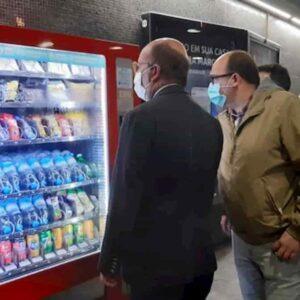 Mascherine introvabili in Italia. Arcuri vai a Lisbona: le trovi nella metro: ma a 1 euro e 50