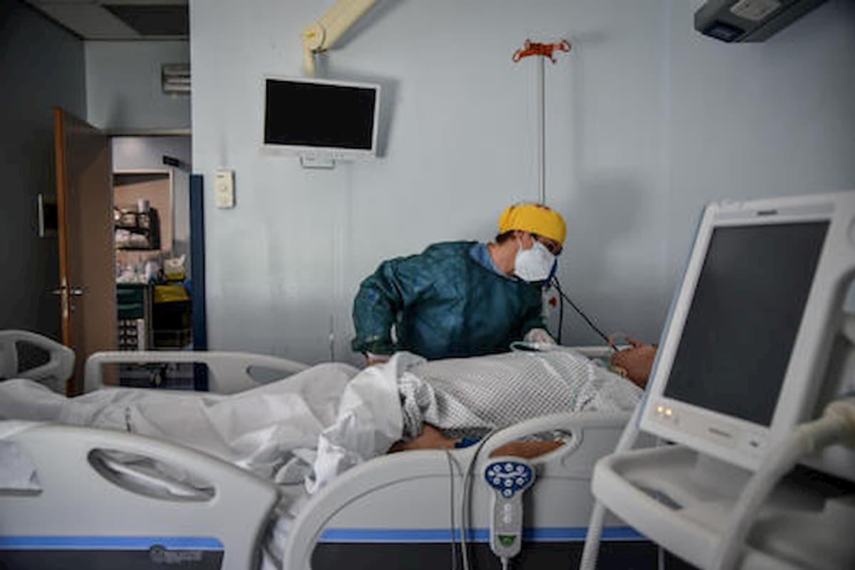 Coronavirus, in Lombardia diminuiscono i contagi ma aumentano i ricoverati