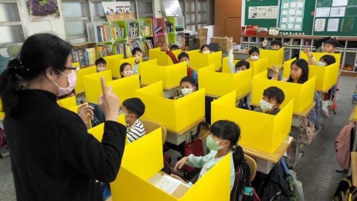 Scuola, ipotesi mascherina obbligatoria in classe dai 6 anni in su