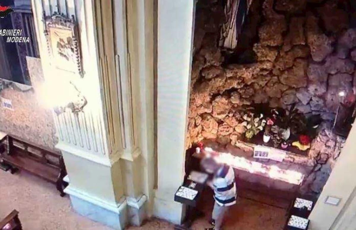 Formigine, carabinieri in borghese arrestano ladro di offerte durante la messa