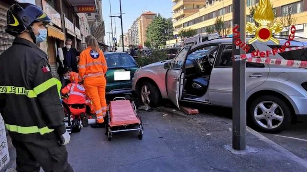 Milano, carambola tra auto: 76enne travolto e ucciso
