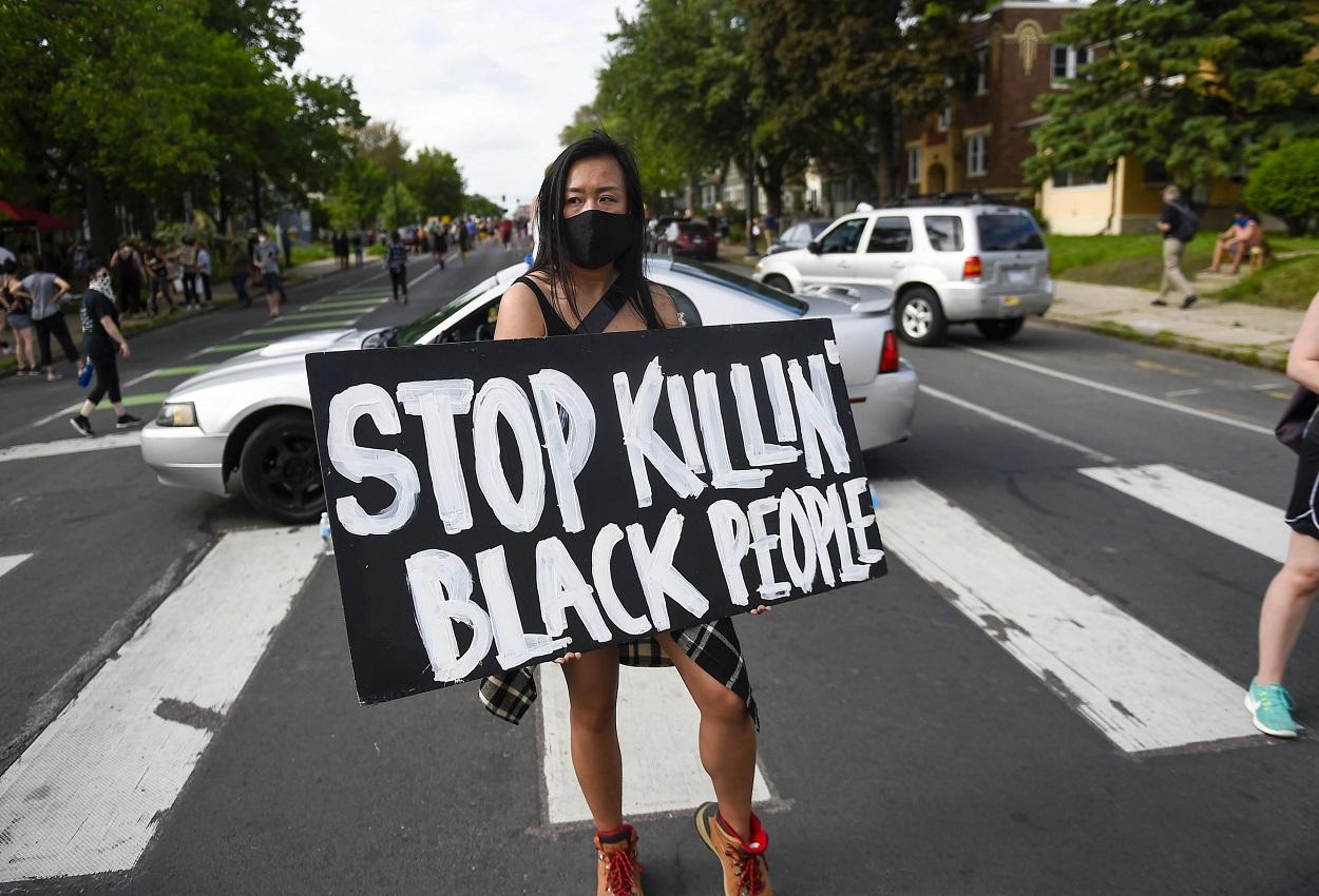 Filadelfia, polizia uccide afroamericano Walter Wallace: notte di proteste