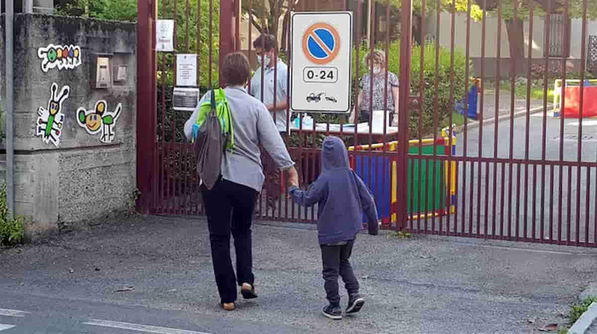 Fase 2. Under 18 al parco, piazza, bar, spiaggia...Ovunque ma non a scuola. L'Italia pavida