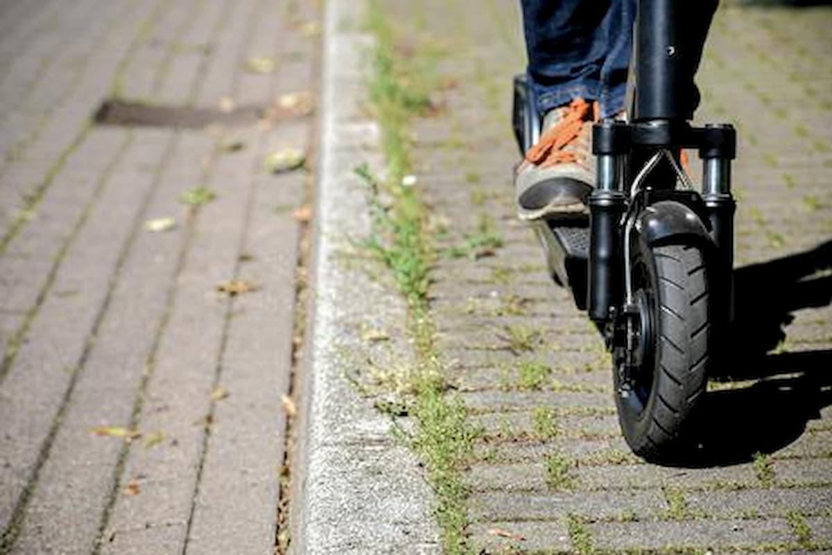 Roma, fermato il rapinatore in monopattino: quattro colpi in farmacie in una settimana