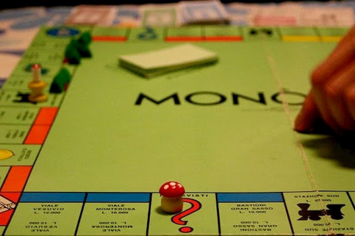 Quarantena violata per giocare a Monopoli, ma si ubriacano e finisce in rissa