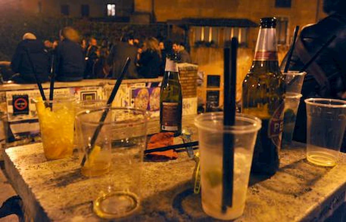 Caserta, divieto vendita bevande dalle 23. C'è paura di nuovi contagi per l'arrivo di giovani dai paesi vicini