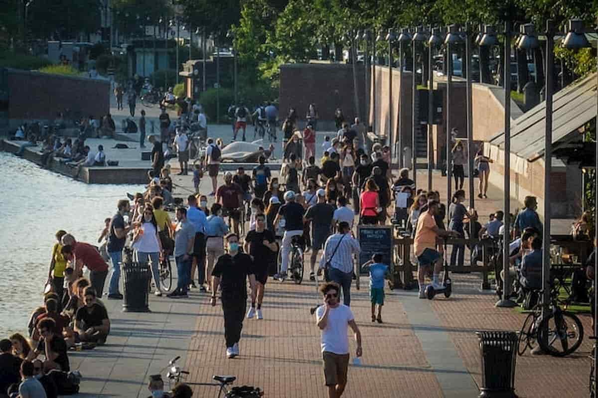 Milano, stretta sulla movida: vietata la vendita di alcolici dopo le 19