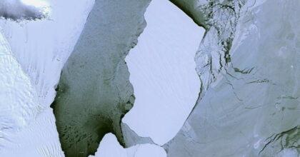 Antartide neve verde nelle foto dallo spazio per le micro-alghe