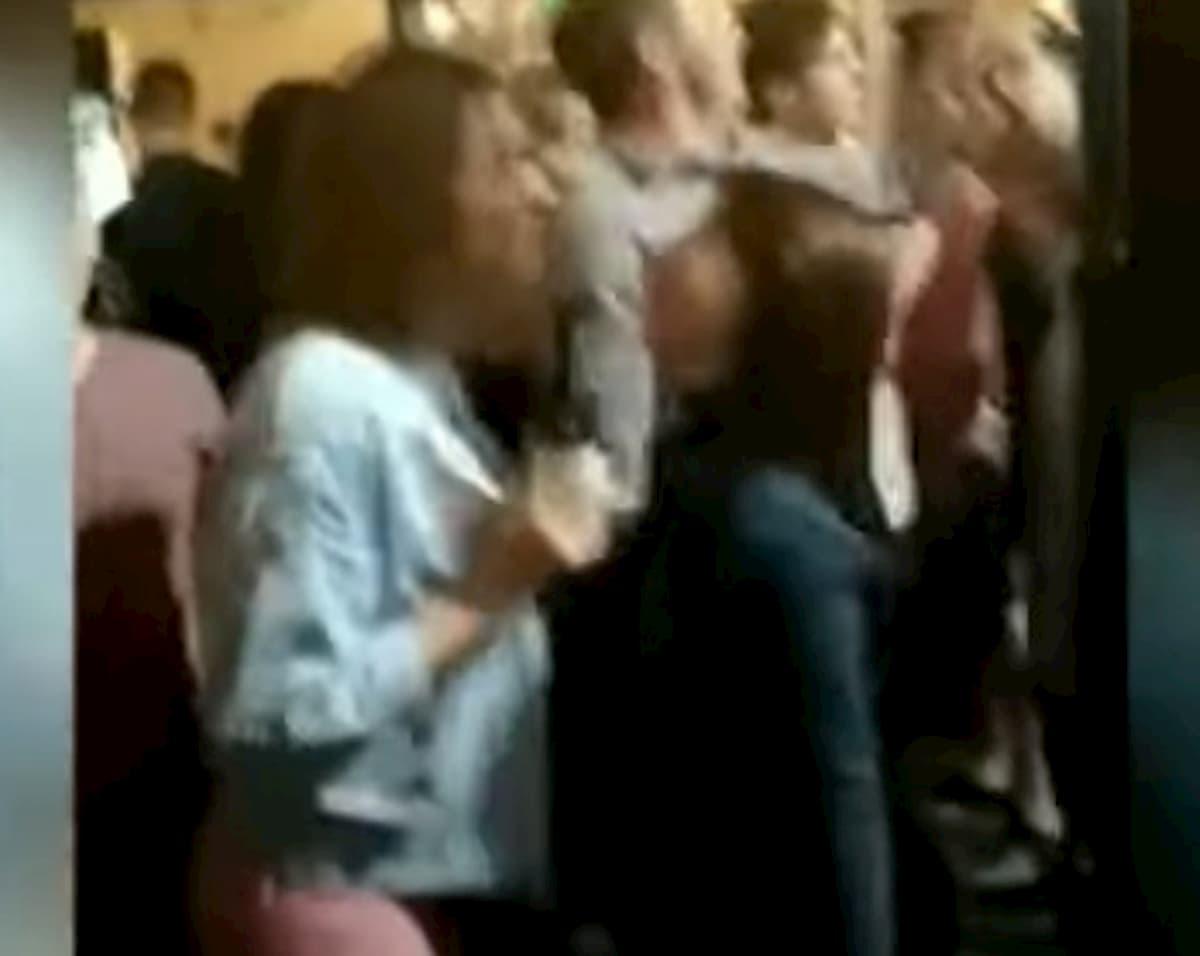 Coronavirus, in Russia street party a Novosibirsk: aperta un'indagine VIDEO