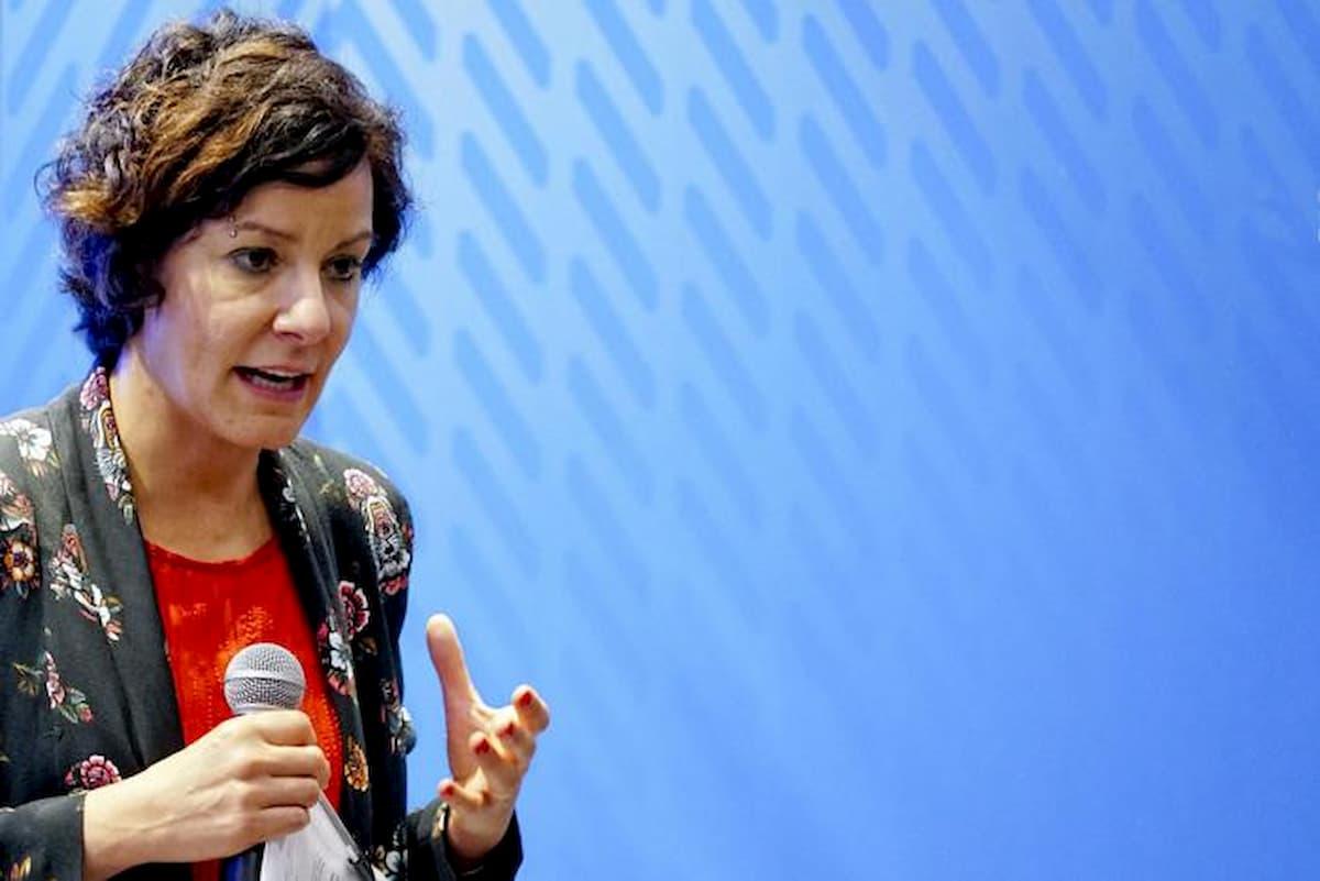 App Immuni. Il ministro Pisano spiega. Tutti i dubbi sull'efficacia e le riserve sulla privacy restano