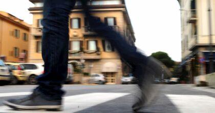 Pedoni, decessi record in tre giorni: non usano i marciapiedi per paura del contagio