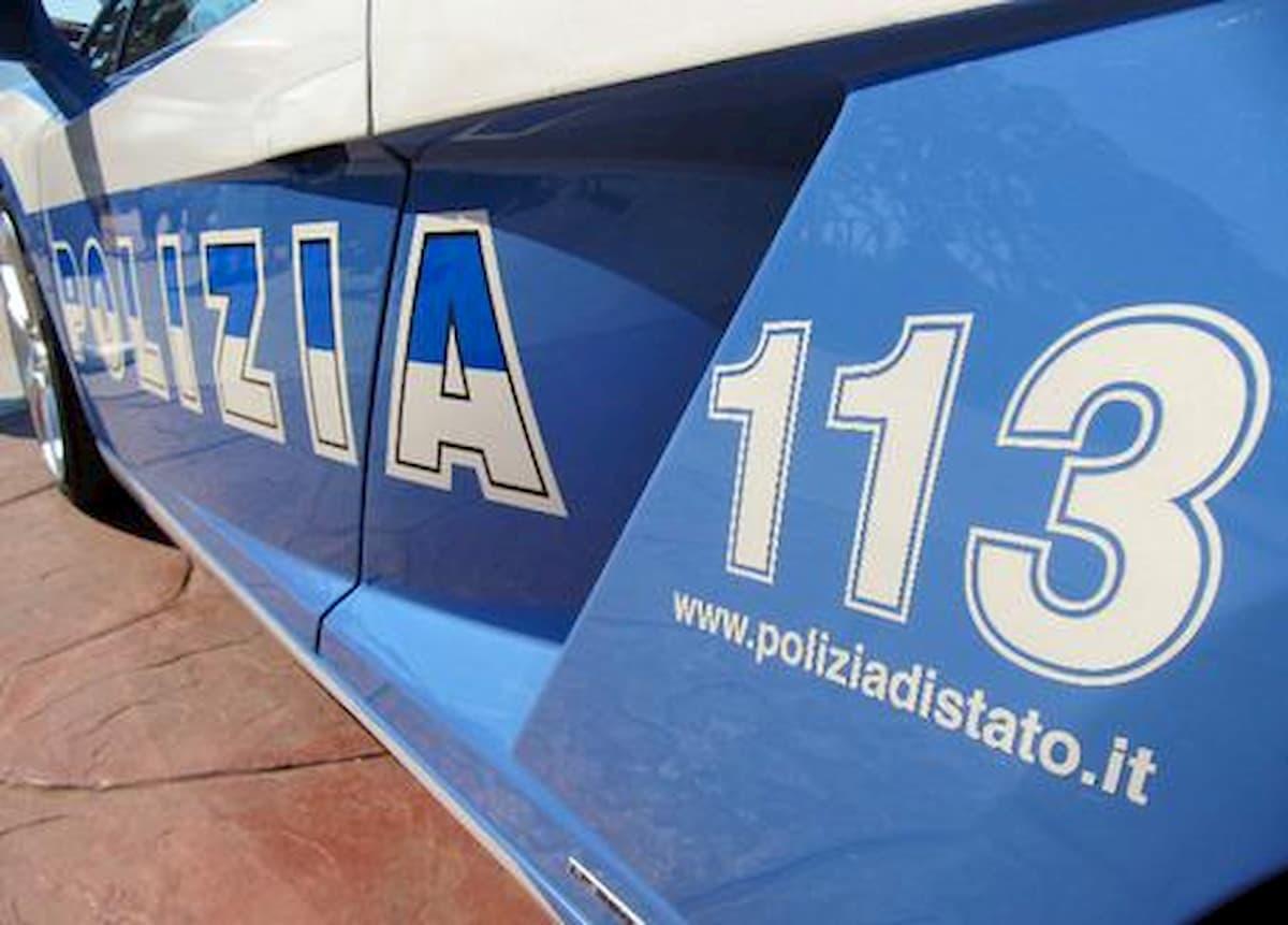 Cremona, senza mascherina e guanti sul bus: giovane redarguita insulta altri passeggeri. Interviene la Polizia