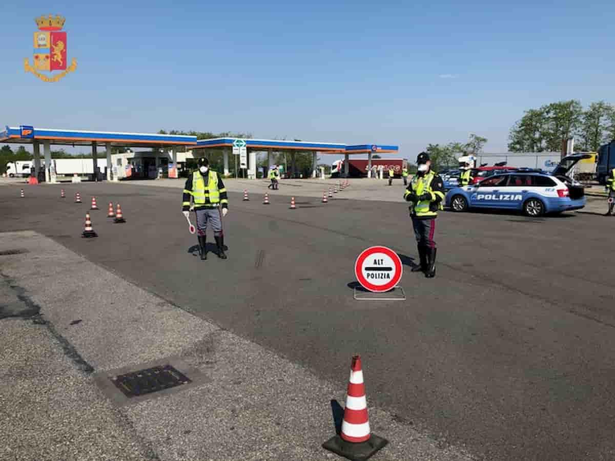 Malaga. Ubriaca alla guida e senza patente: viola il lockdown ma viene fermata