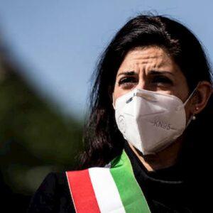 """Ostia, Virginia Raggi contestata da Casapound. Paolo Ferrara (M5s): """"Anche minacce di morte"""""""