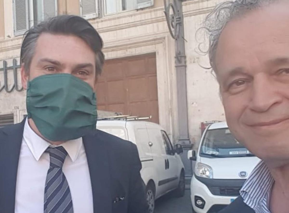 Enrico Mentana blasta il grillino Ricciardi. Poi a sorpresa lo ospita al TgLa7