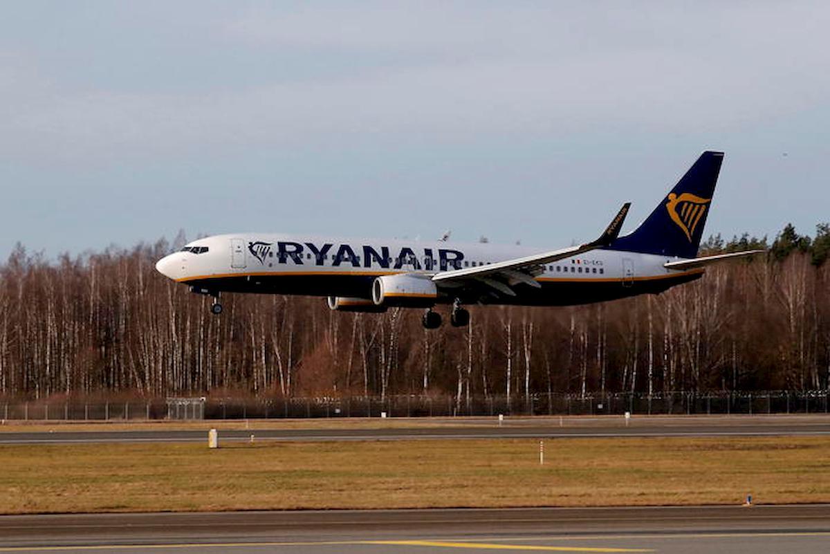 Ryanair, da luglio riparte il 40% dei voli. A bordo con mascherina e permesso per andare in bagno