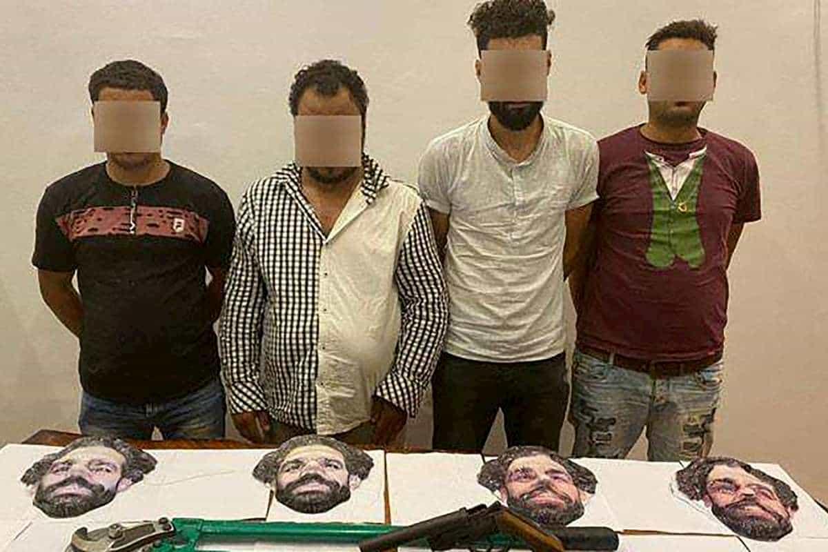 Egitto, arrestata banda di ladri che usava la maschera di Salah per le rapine