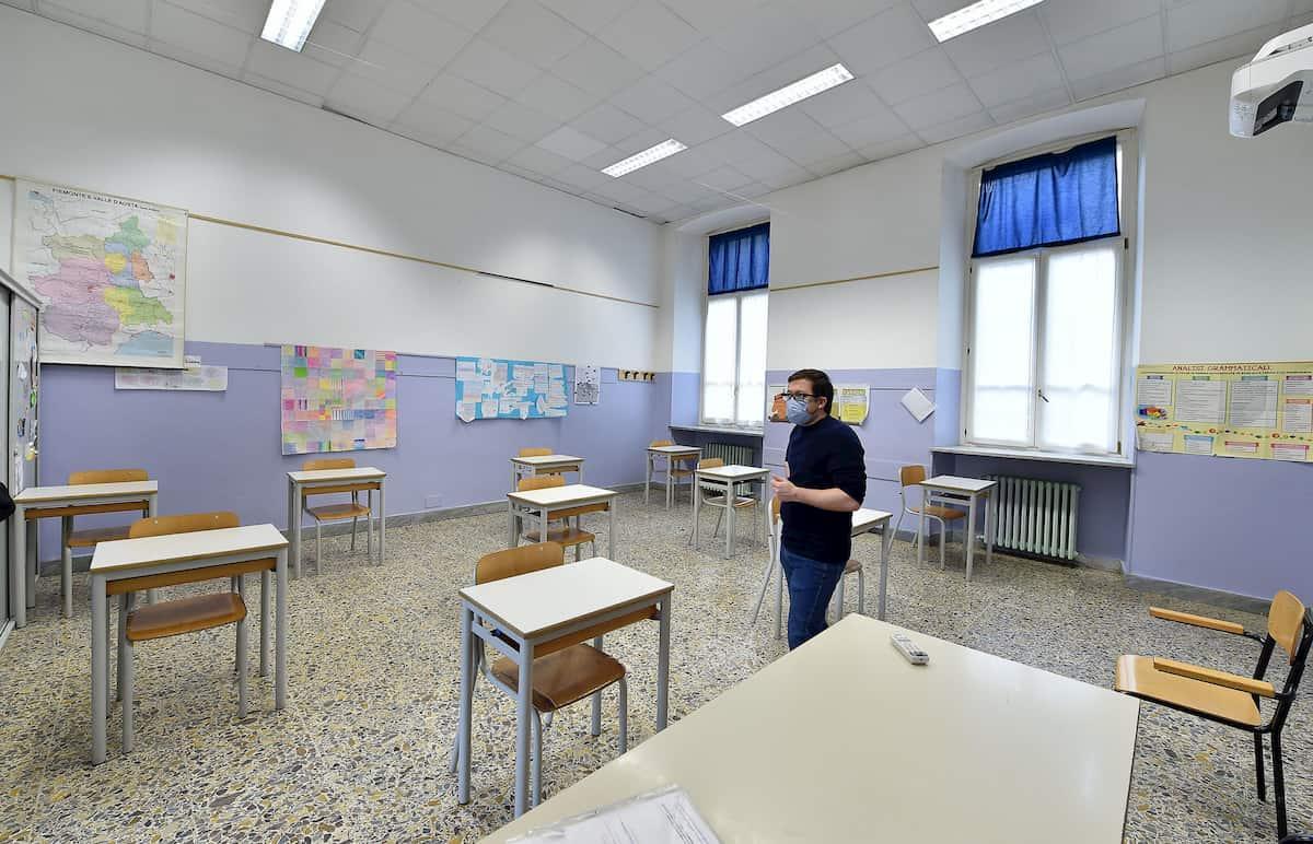 A Borgosesia alunni in classe, il sindaco leghista sfida lockdown e ministero