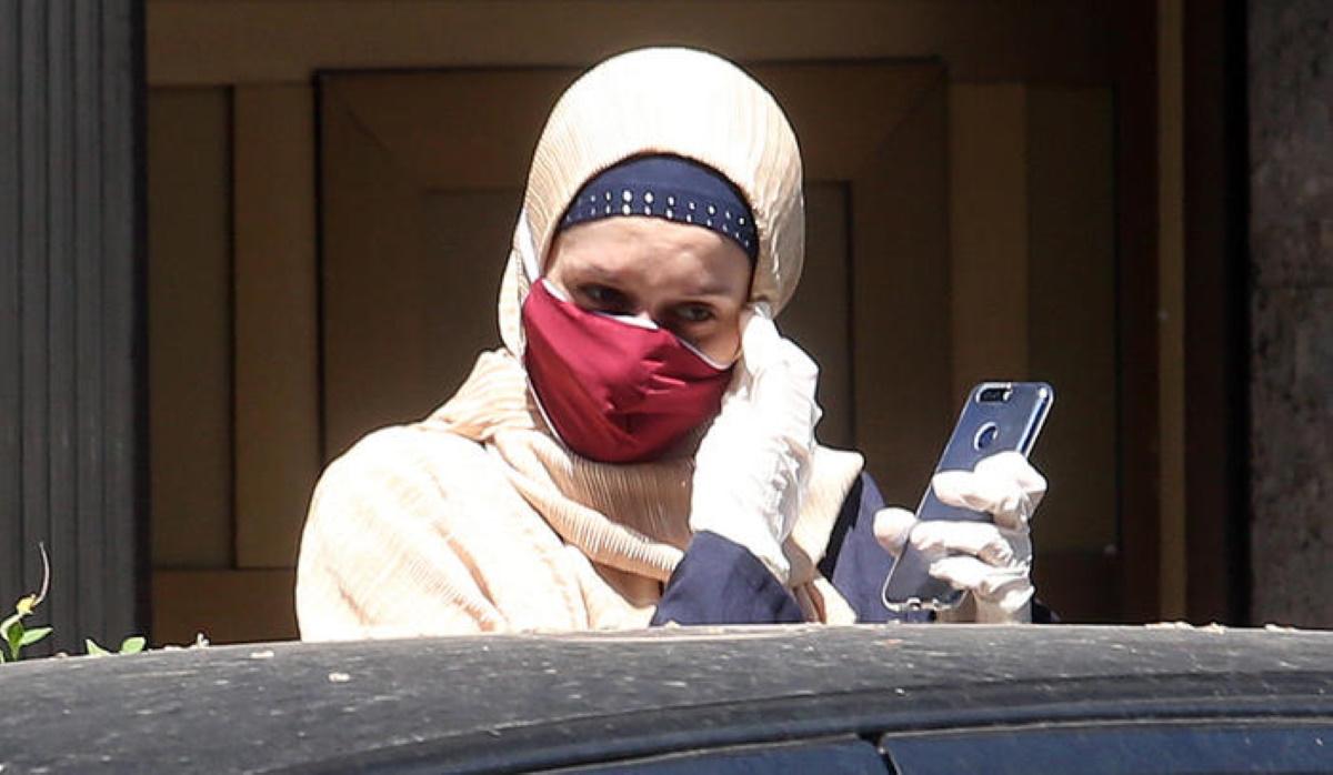 Silvia Aisha Romano, prima uscita di casa dopo la quarantena VIDEO
