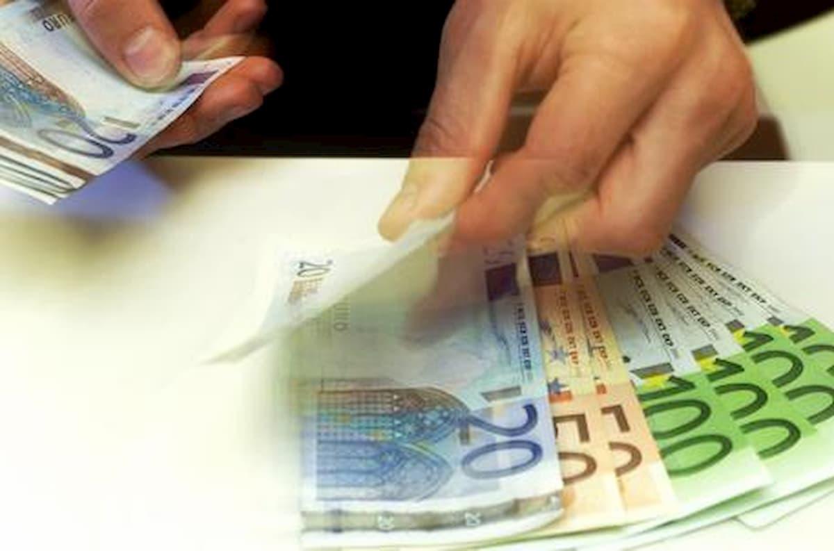 Truffa del resto, ecco come funziona: banconota di grosso taglio per una spesa minima, e alla cassa...