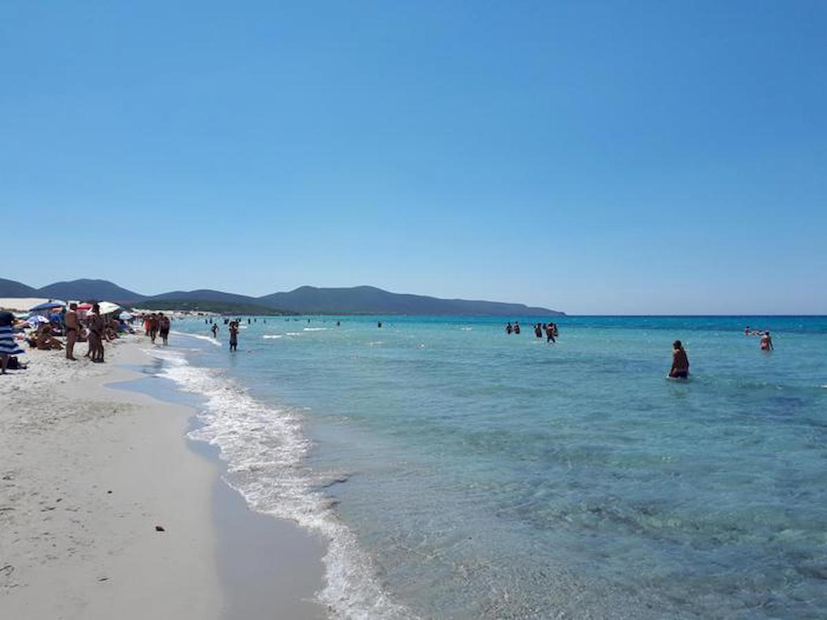 Fase 2, riaprono le spiagge in Sardegna. Ma ancora quarantena per chi entra in Regione