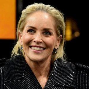 """La quarantena di Sharon Stone: """"E' la mia vita normale. Ma ogni tanto vado sul balcone e grido come una assassinata"""""""