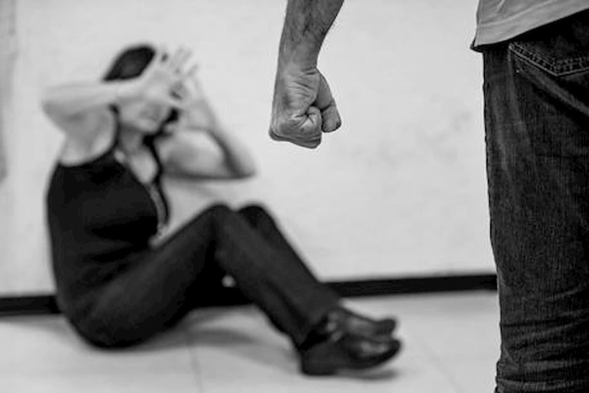 """Usa, giudice chiede a vittima di violenza: """"Ha chiuso le gambe per evitarla?"""". Rimosso"""