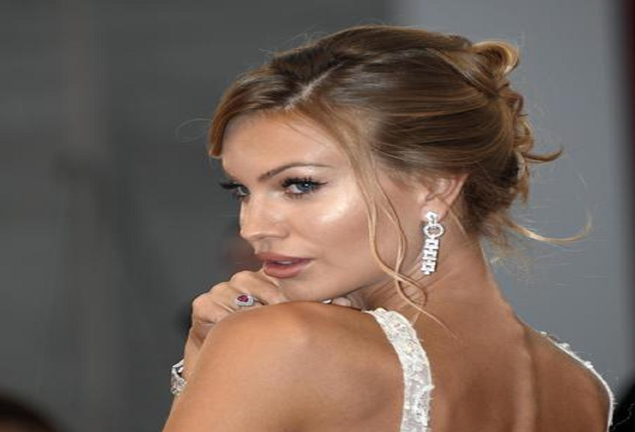 Taylor Mega, Ansa