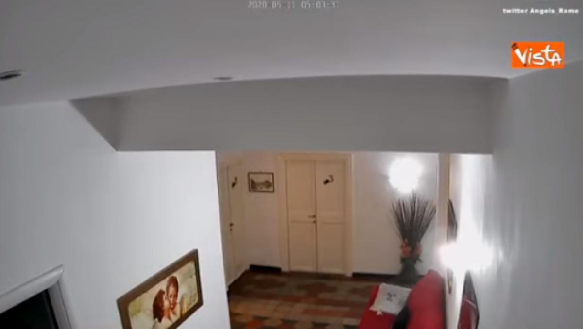 Terremoto Roma video delle telecamere di sicurezza: boato e scossa