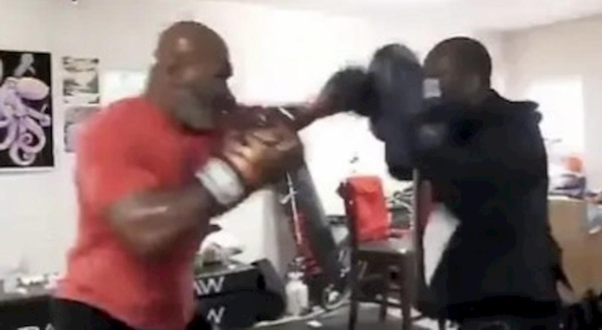 Mike Tyson torna a combattere a 54 anni, il video del suo ultimo allenamento è virale sui social