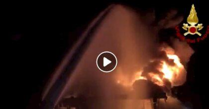 """Valbrenta, incendio in un magazzino della Geo&Tex 2000. Allarme nube tossica: """"Chiudete le finestre"""""""