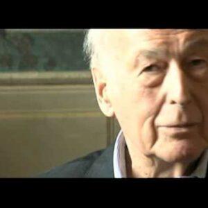 Valery Giscard D'Estaing, MeToo vede mano di 92(!) anni che palpa. Allucinazione?