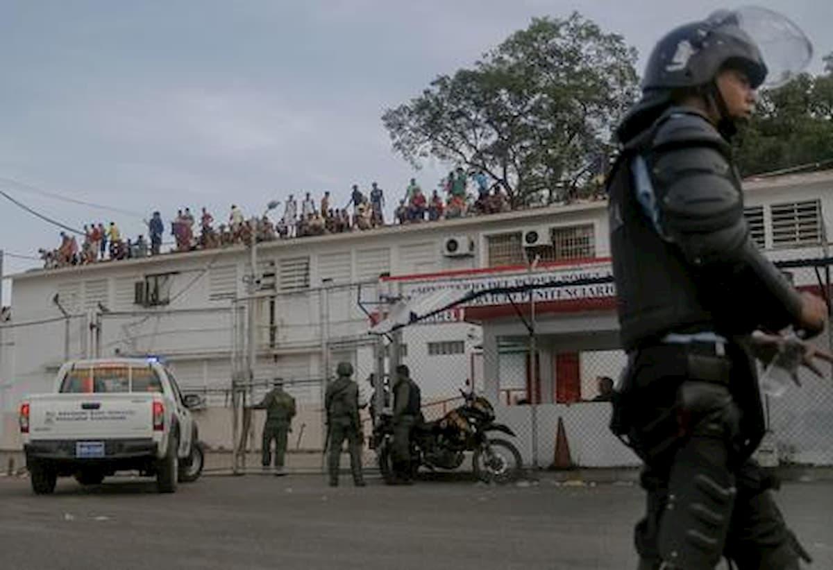 Venezuela, rivolta in carcere: 46 detenuti morti dopo tentativo di evasione di massa