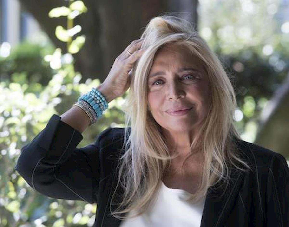 Mara Venier, incidente prima di 'Domenica In': va comunque in onda con il piede fratturato