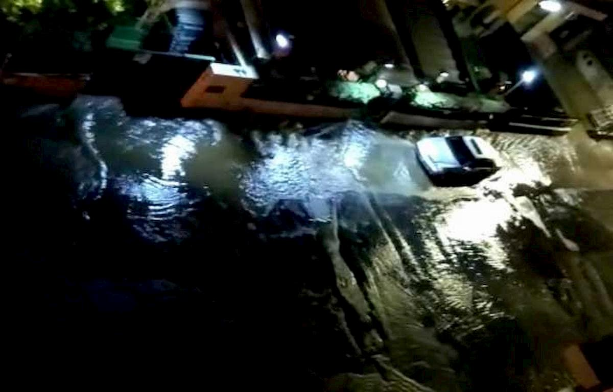 Roma, tubi scoppiati in via Urbano II: Boccea si risveglia senza acqua
