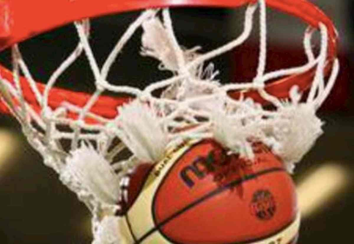 """La regione Abruzzo ha """"cambiato"""" le regole del basket: dai guanti al divieto di contatto fisico"""