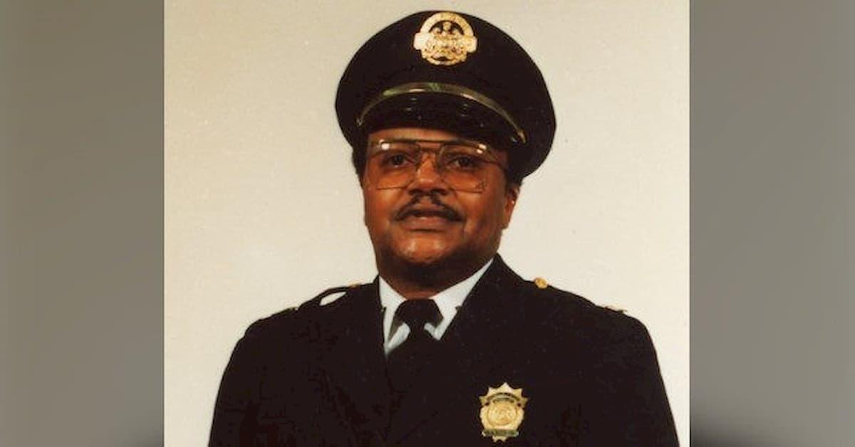 """Morte George Floyd, poliziotto in pensione ucciso a St. Louis. Trump: """"Onoriamo i nostri agenti"""""""
