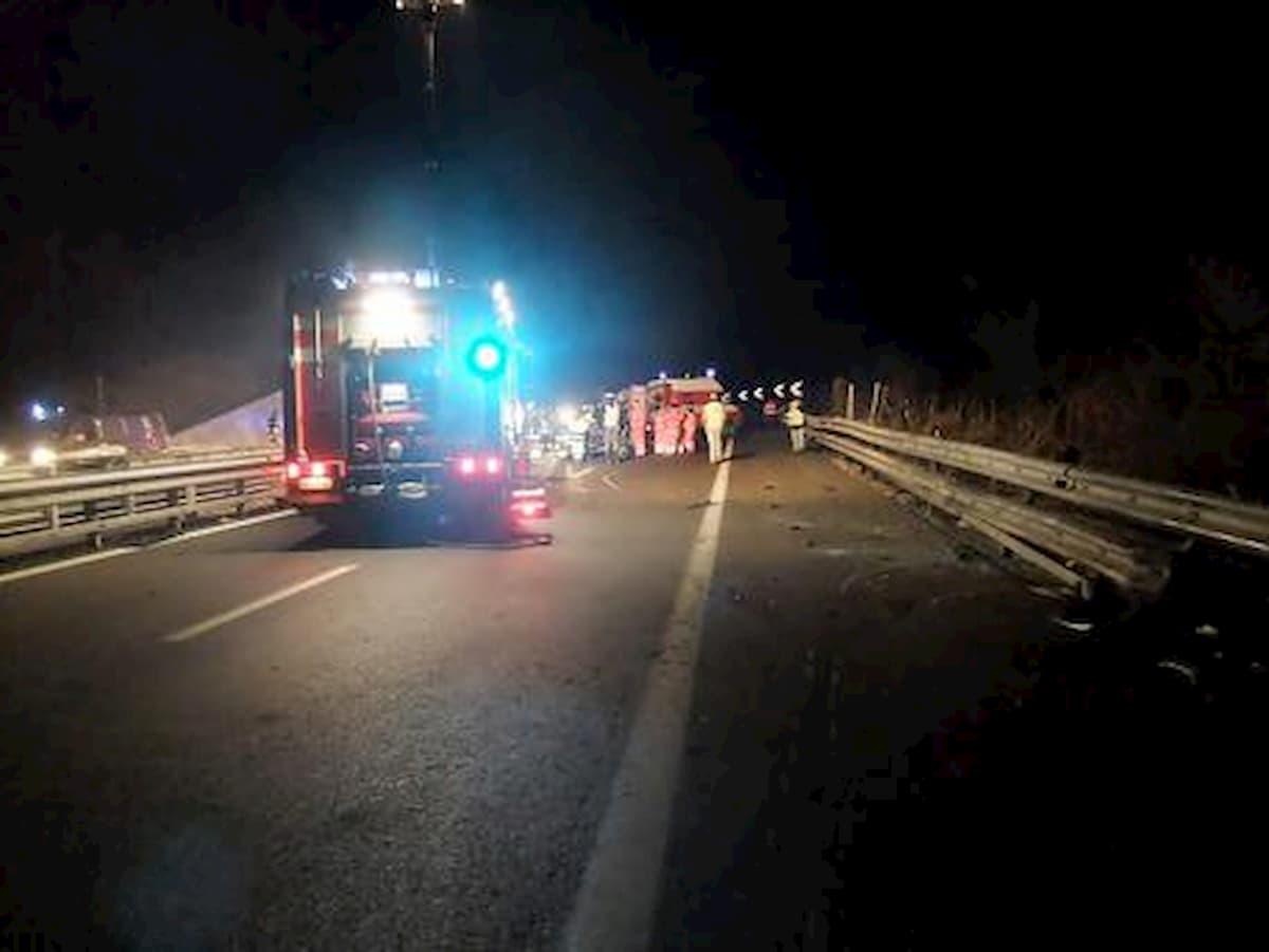 A1, a piedi in autostrada: travolto e ucciso da un'auto tra Orvieto e Fabro