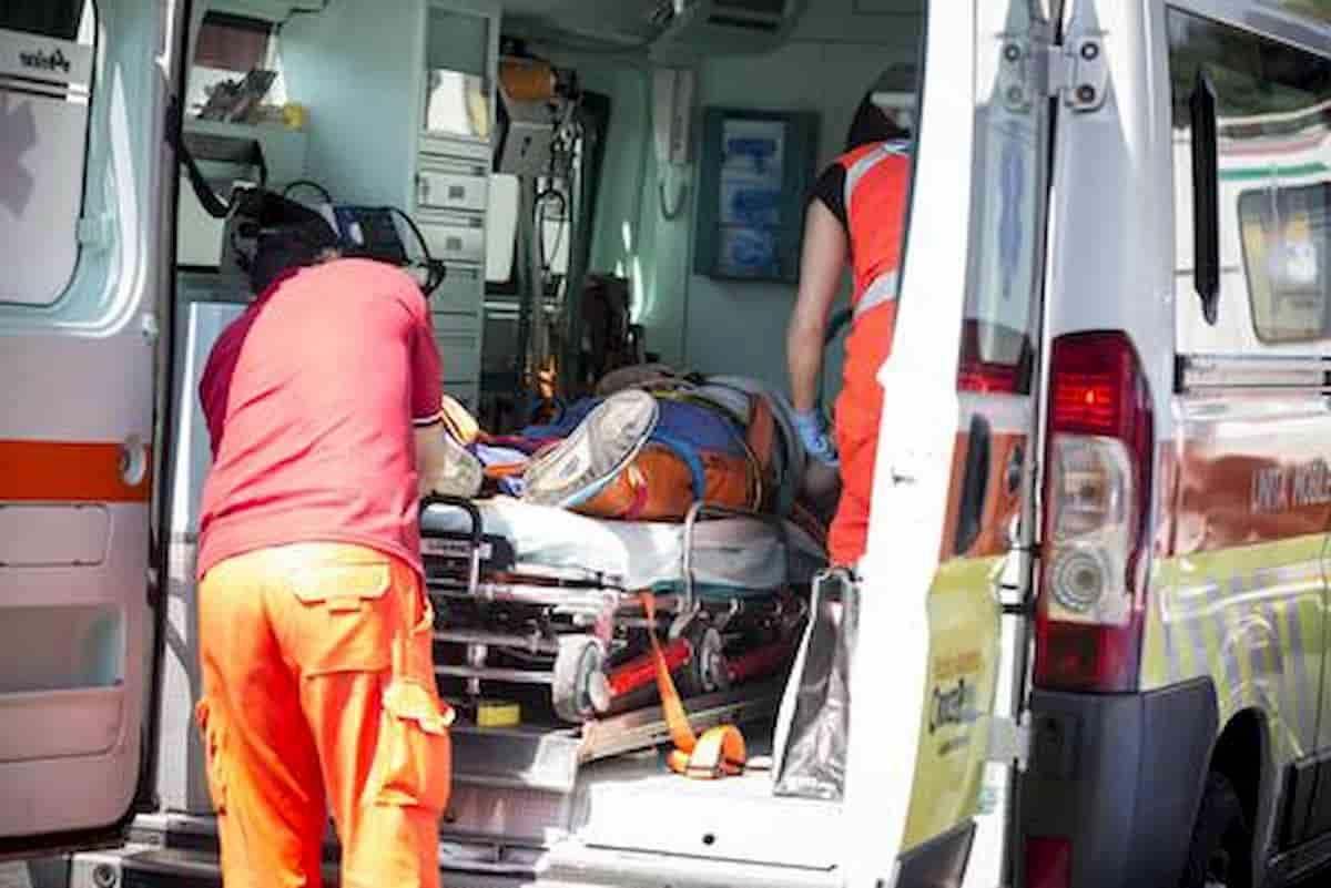 Desenzano del Garda, frontale tra due auto: morta una 43enne, tre feriti tra cui il figlio di 8 anni della vittima