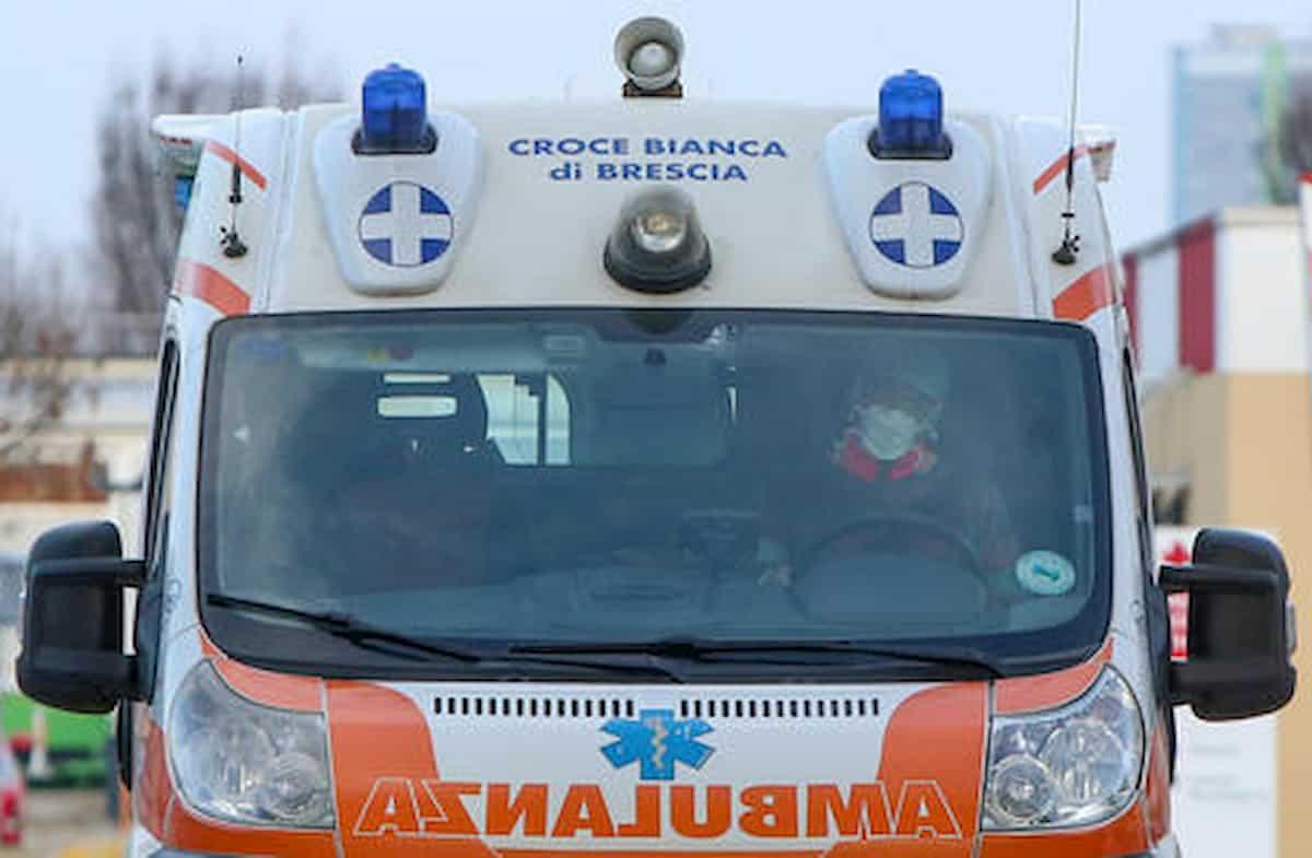 Azzano Mella, schianto frontale tra un'auto e un camion: morto 26enne