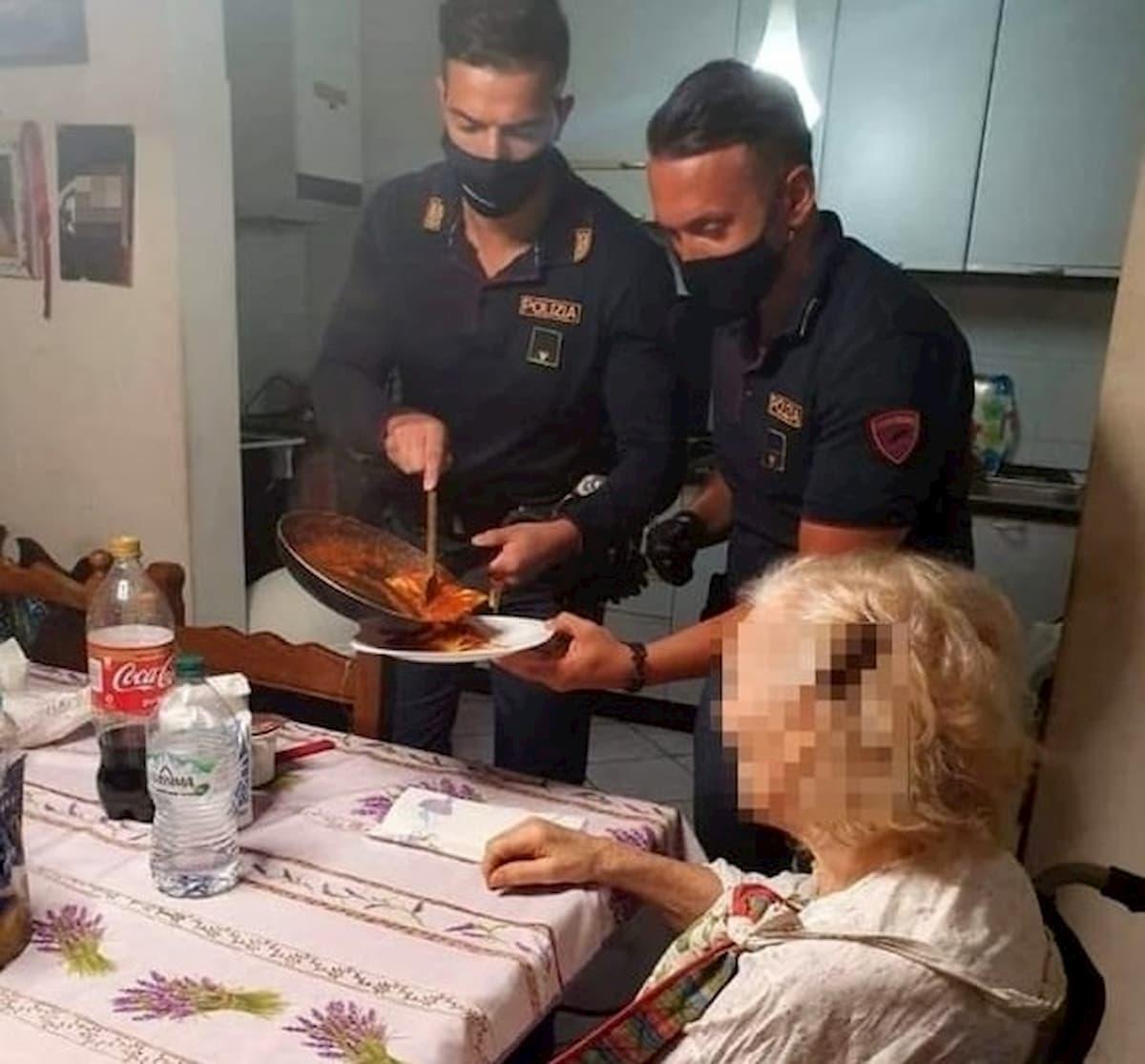 """Coverciano, anziana chiama il 113: """"Ho fame"""". I poliziotti arrivano e le preparano la cena"""