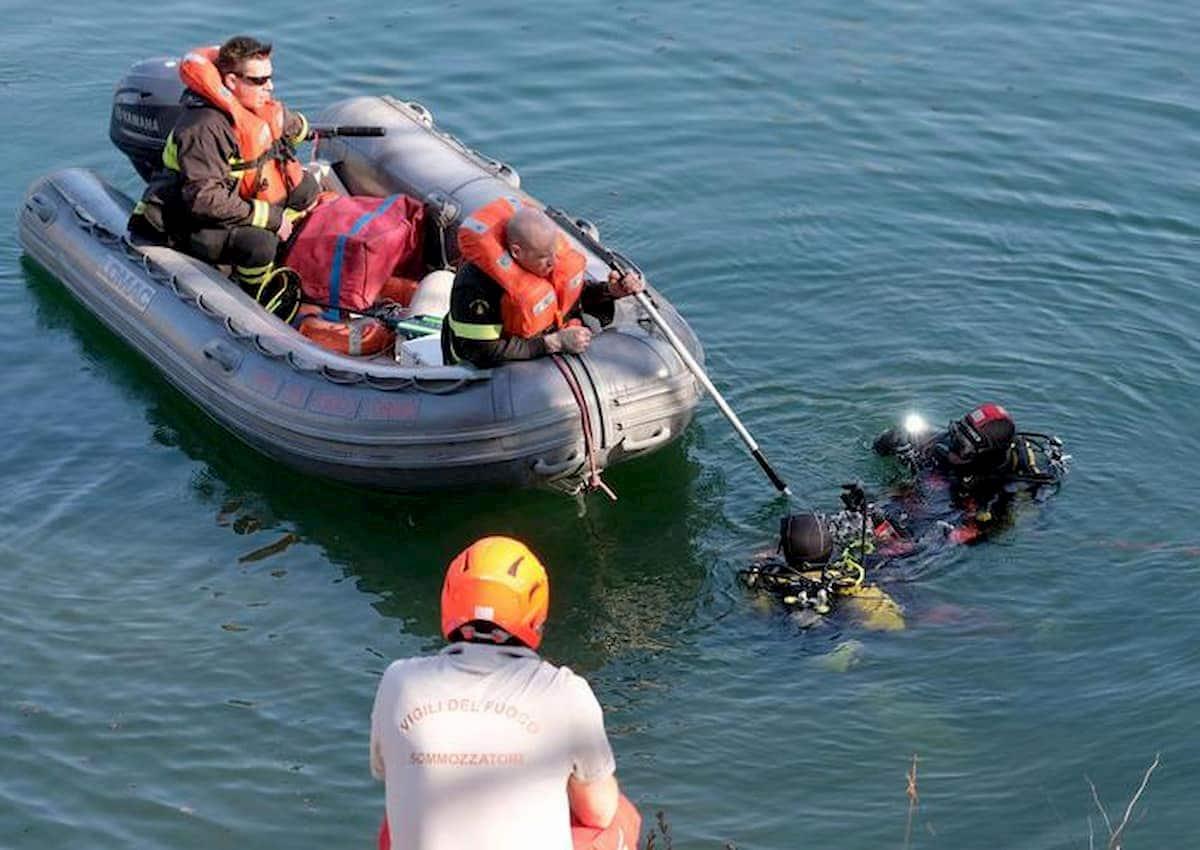 Como, auto sbanda e finisce nel lago: muore una 24enne