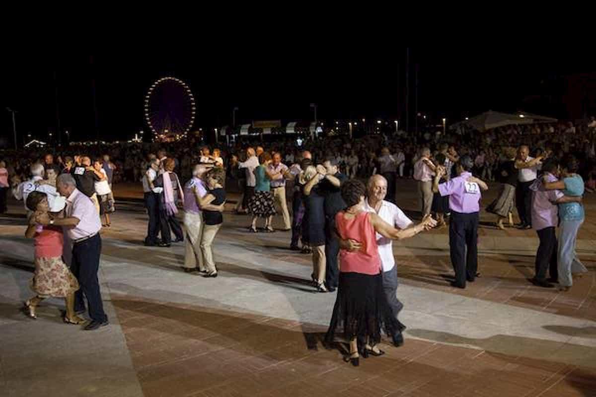 Riaperture discoteche, malumore a Rimini per il divieto del ballo liscio